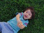 寝かしつけがラクになる!1歳の子供が夜ぐっすり寝る生活スケジュールとは?