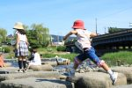 スポーツ庁が発表!就学前に外遊びが多い子供は、小学校で運動能力が伸びる!?